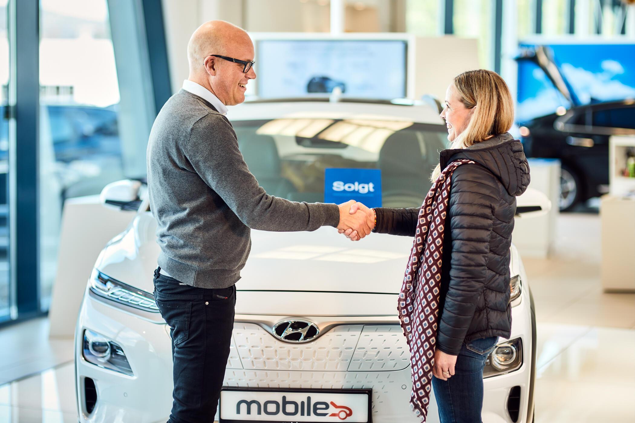 Car salesman closes deal with customer