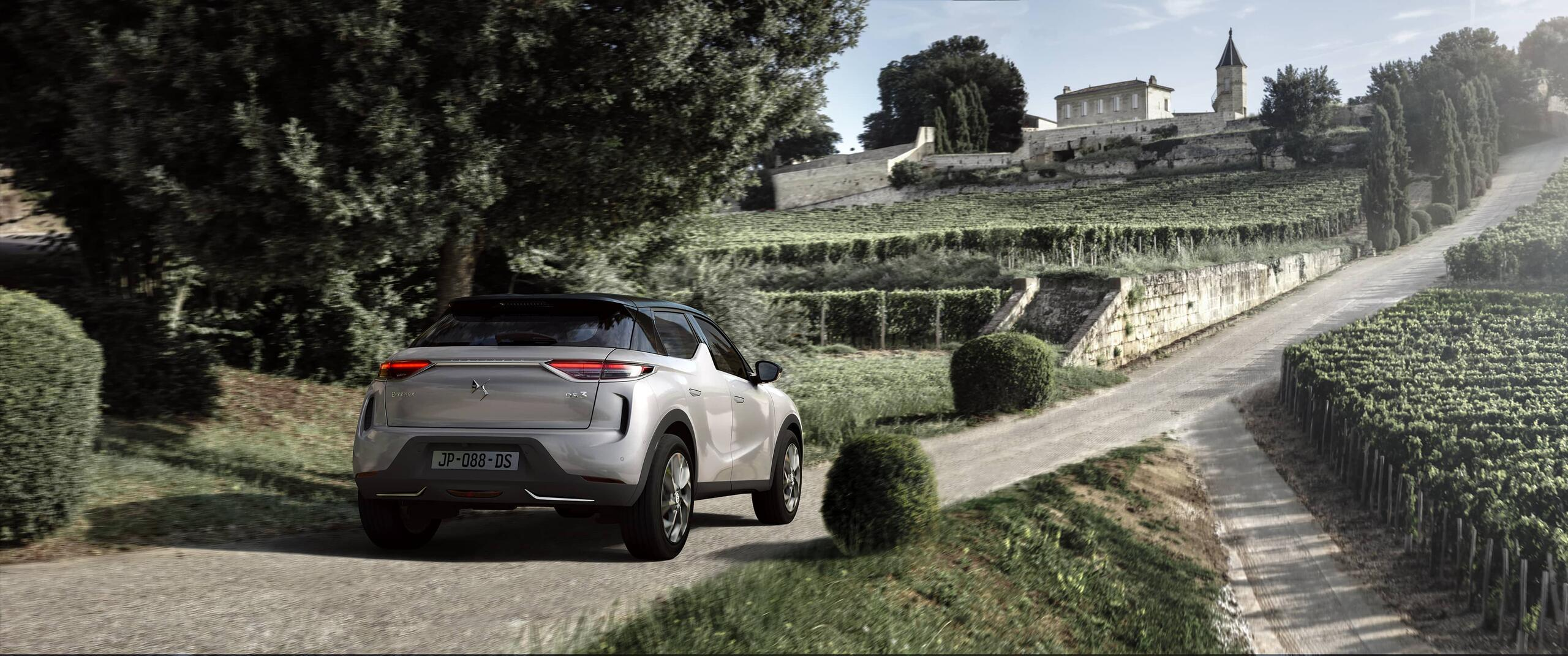 DS 3 driving down gravel road
